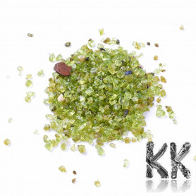 Natural olivine - fragments - not drilled (decorative crumb) - 2-6 x 1.5-5 x 1.8-4 mm - weight 1 g (approx. 16-25 pcs)